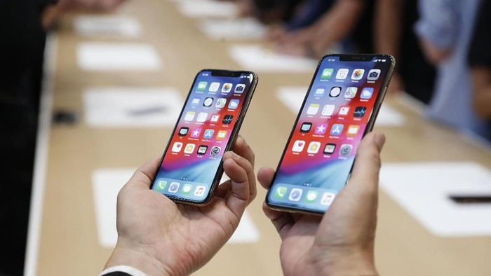 iPhone XS dan iPhone XS Max, dua di antara trio iPhone baru (Foto: Stephen Lam/Reuters)