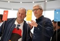 Tim Cook iPhone XR