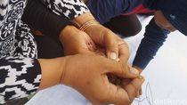 Aksi Cap Jempol Darah Tolak Tes CPNS Umum