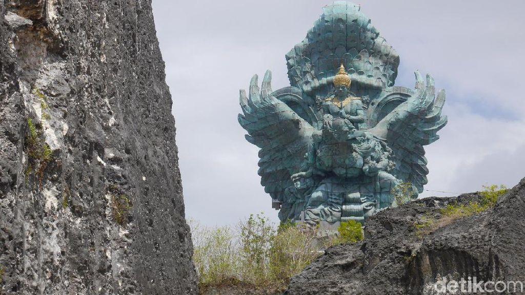Foto: Libur Akhir Tahun ke Patung GWK, Lebih Megah dari Liberty