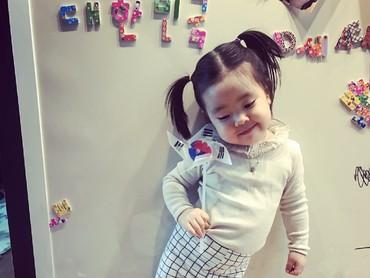 1, 2, 3 cekrek! Kecil-kecil Lani udah jago pose. (Foto: Instagram/dancingmulgogi)