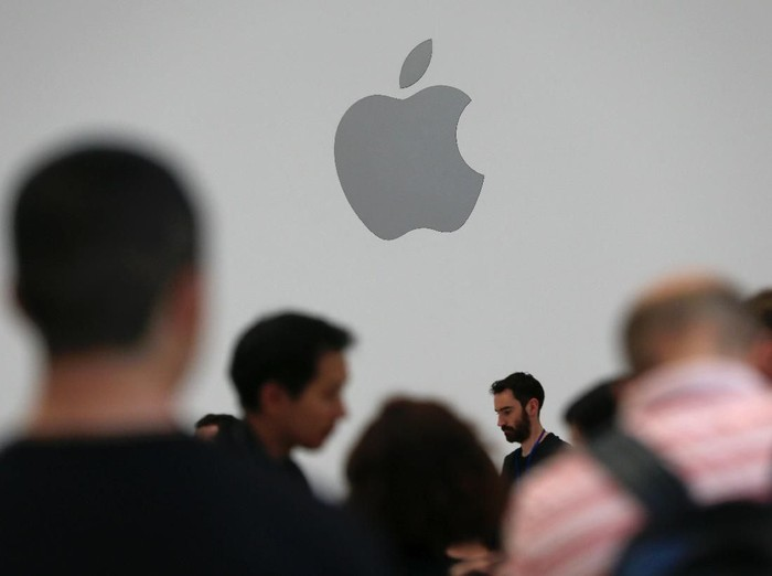 A demonstration of the newly released Apple products is seen following the product launch event at the Steve Jobs Theater in Cupertino, California, U.S. September 12, 2018. REUTERS/Stephen Lam