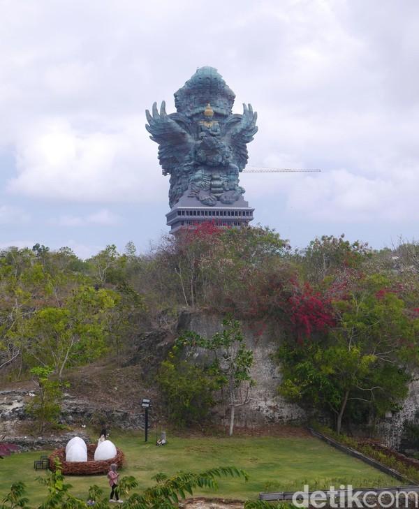 Taman Budaya Garuda Wisnu Kencana atau GWK Bali merupakan tempat wisata keluarga populer lainnya di pulau Bali. Daya tarik utama dari GWK Bali adalah Patung Garuda Wisnu Kencana dengan tinggi 75 meter dan lebar patung 65 meter. (Kurnia/detikTravel)