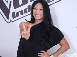 Anggun dan Rekor 3 Lagunya Masuk Chart Billboard