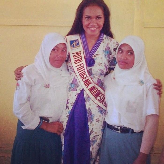 Pernah mengalami perundungan karena perbedaan fisik saat sekolah, puteri asal Papua, Ellen Rachel Aragay percaya diri dengan mengkampanyekan stop kekerasan dalam rumah tangga di ajang tersebut. (Foto: Instagram/ellenrachell)
