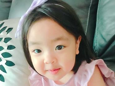 Sebenarnya nama Korea Lani adalah Jeong Ra-ni. Tapi secara bacaan, si bocah lucu ini biasa dipanggilLani. (Foto: Instagram/dancingmulgogi)