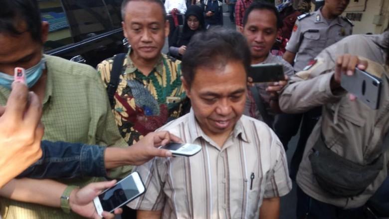 Hadiri Pemeriksaan soal Korupsi, Nur Mahmudi Jalan Agak Pincang
