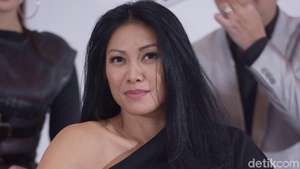 Anggun C Sasmi Dibalut Dress Putih