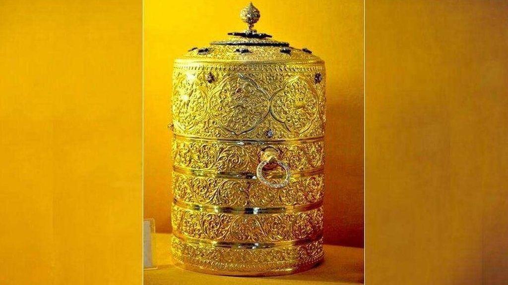 Rantang Emas Bernilai Jutaan Dolar Dipakai Makan oleh Pencurinya