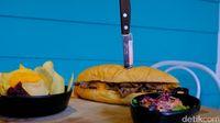 PiKNiK : Serunya Makan Philly Cheese Steak dengan Suasana Liburan