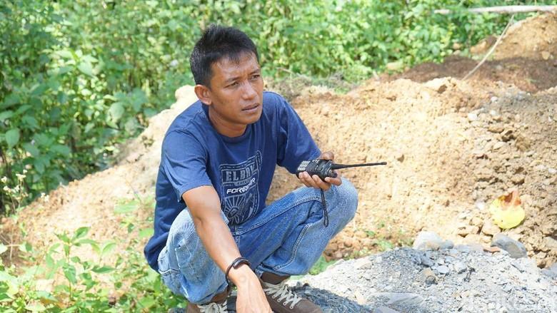 Komunikasi sopir di Pegaf menggunakan radio HT (Masaul/detikTravel)