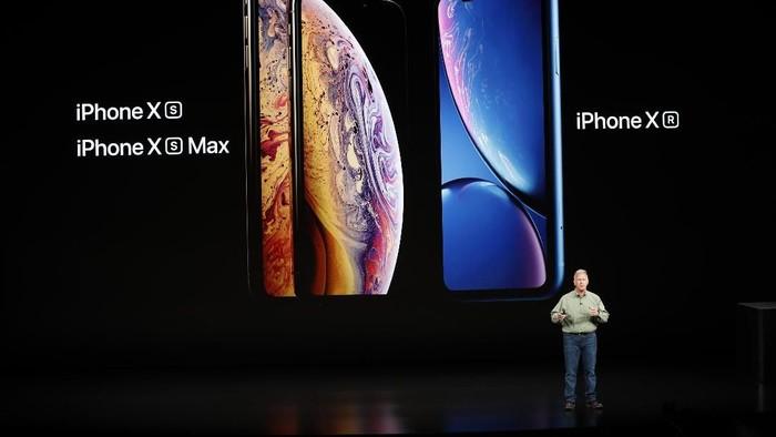 Berikut ini perbandingan trio iPhone baru dengan pendahulunya, iPhone X (Foto: Reuters)