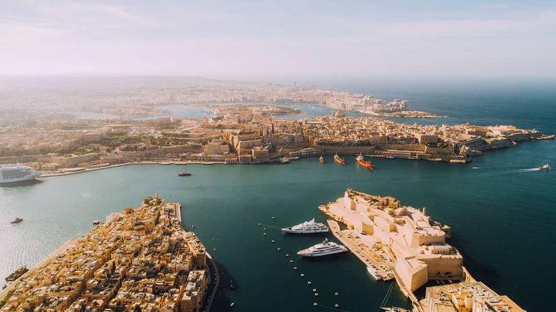 Pemegang paspor Malta dapat traveling ke 182 negara dunia tanpa visa. Malta diketahui menjadi 1 dari 10 negara dunia yang mengizinkan warga negara asing untuk membeli kewarganegaraan Malta (@visitmalta/Instagram)