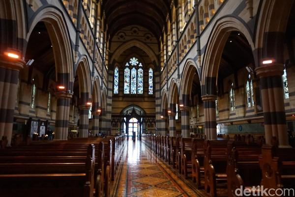 Dulunya, St Pauls Cathredal dibangun berkisar tahun 1880-1933. Gereja ini juga dibuat dengan gaya gotik yang unik (Shinta/detikTravel)
