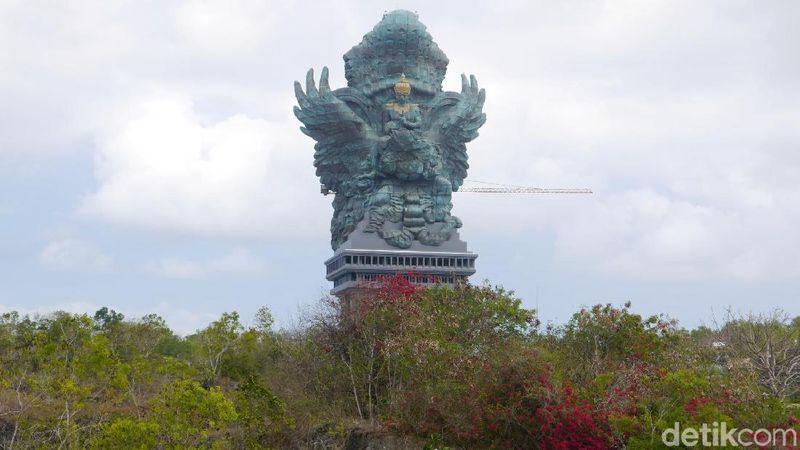 Foto: Patung Garuda Wisnu Kencana (GWK) karya seniman Nyoman Nuarta berlokasi di kawasan GWK Cultural Park, Jl Raya Uluwatu, Ungasan, Kabupaten Badung, Bali (Kurnia/detikTravel)