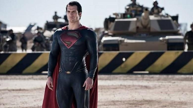 Penampilan Henry Cavill sebagai Superman.