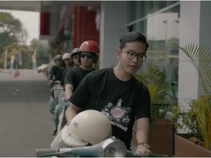 Saat Putra Sulung Jokowi Naik Vespa