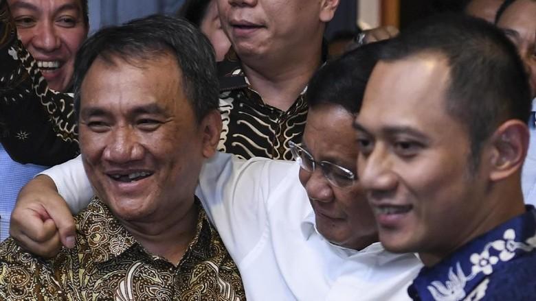 PSI: Tanya Andi Arief, Apa Rasanya Dirangkul Jenderal Kardus?