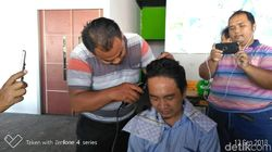 MA Cabut Aturan Taksi Online, Driver di Surabaya Cukur Gundul