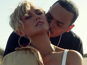 Klip Mesra Agnez Mo dan Chris Brown Puncaki Trending YouTube