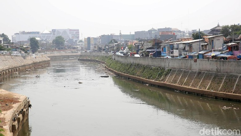 Gubernur Anies Akan Benahi Sungai Ciliwung Seperti Seoul