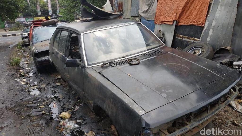 Mobil yang Pajaknya Mati Berakhir Jadi Rongsokan