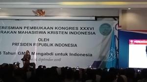 Di Kongres Mahasiswa Kristen, Jokowi Pamerkan Aksi Mogenya