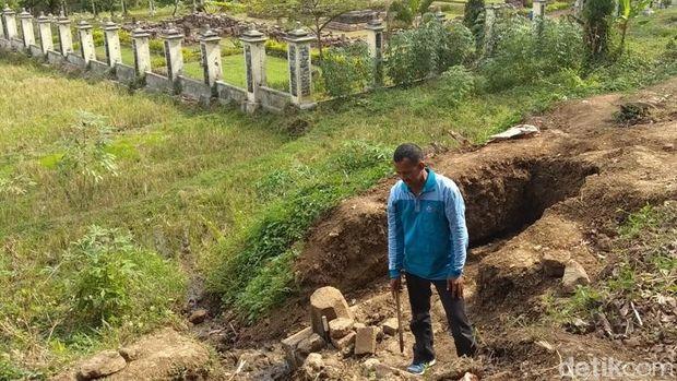 Temuan struktur umpak yang ditemukan di sekitar Candi Ngempon, Kabupaten Semarang.