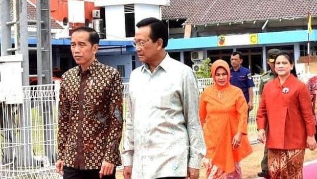 Jokowi disambut Gubernur DIY, Sri Sultan Hamengkubuwono X dan sejumlah pejabat dari Forkopimda DIY.