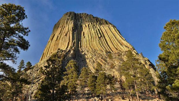Devils Tower di Wyoming, Amerika Serikat.
