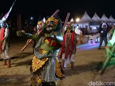 Foto: Buto Ijo Raksasa & Kemeriahan Festival Petitenget