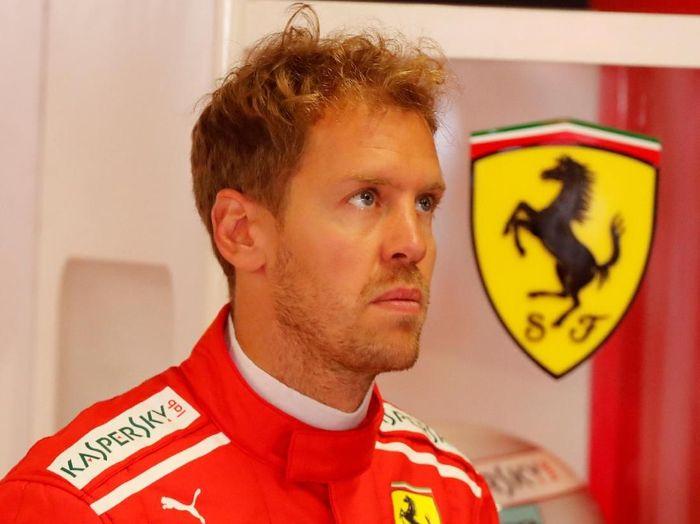 Sebastian Vettel tertinggal dari Lewis Hamilton menjelang GP Singapura. (Foto: Stefano Rellandini/Reuters)