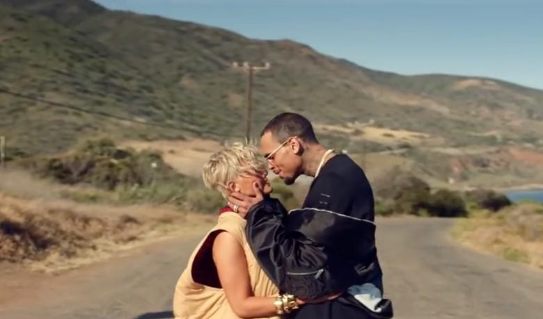 Agnez MO Pamer Kemesraan dengan Chris Brown di Overdose