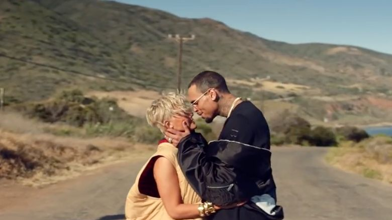 Dalam video Agnez tampil bersama Chris Brown. Dok. YouTube/Agnez Mo