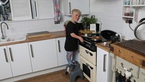 Ditolak Sekolah Masak Karena Kerdil, Remaja Ini Malah Bekerja di Restoran Michelin