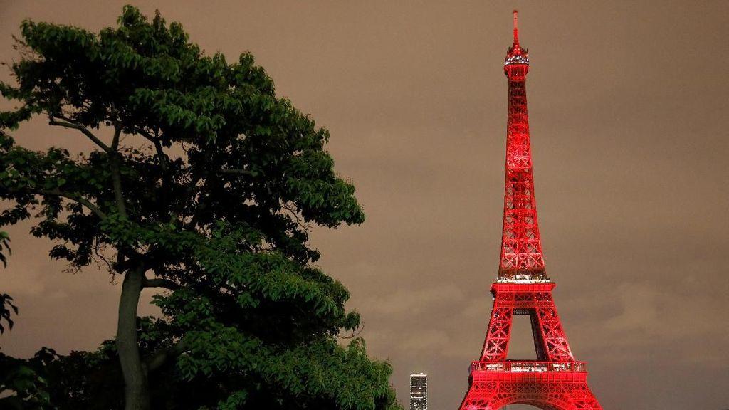 Kilau Warna-warni Festival Lampu di Menara Eiffel
