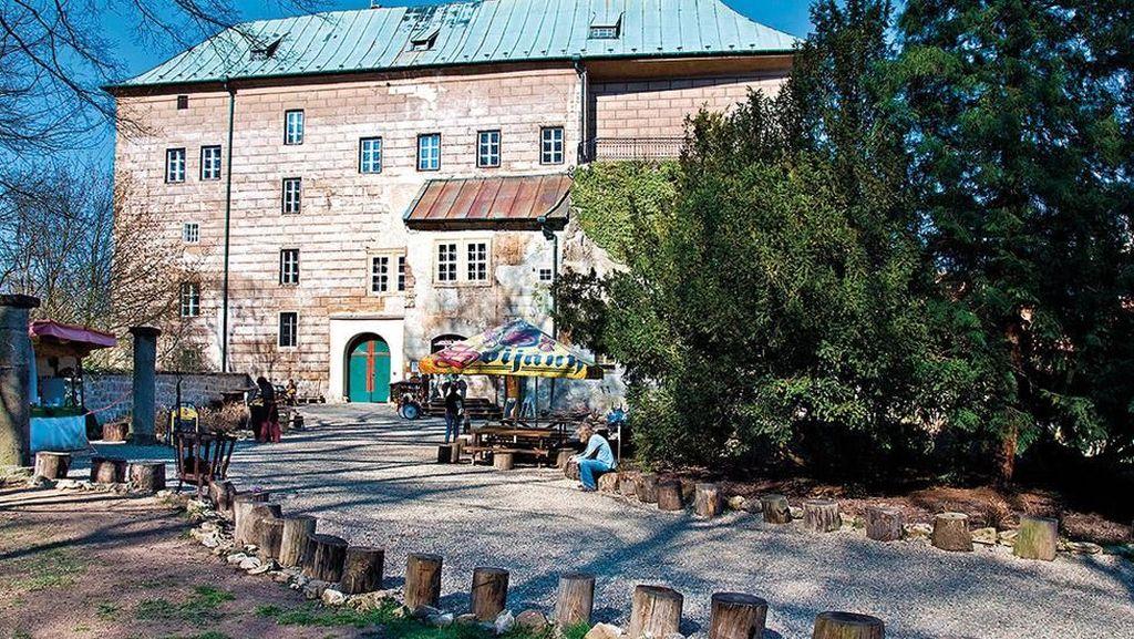 Potret Kastil yang Jadi Gerbang Neraka di Praha