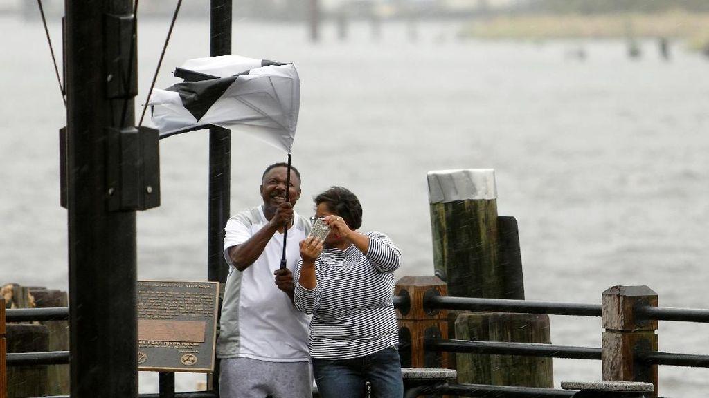 Warga AS Malah Bahagia Diterjang Banjir Akibat Badai Florence