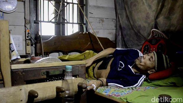 Didatangi Bupati Batang, Affandi Dibawa ke Rumah Sakit