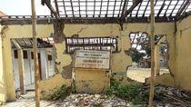 Potret Siswa SDN Ridogalih Belajar di Gudang karena Sekolah Rusak