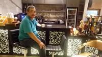 Jimmy pencipta abon gulung. Dia berjualan abon gulung secara khusus karena belum ada juga di daerah lain di Indonesia. Tahun 2009 produk ini meledak dan terkenal sebagai oleh-oleh Papua. (Masaul/detikTravel)