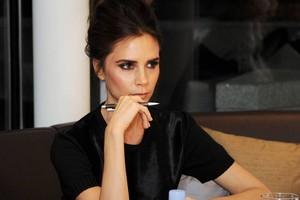 Inlah Kebiasaan Victoria Beckham Saat Makan di Restoran