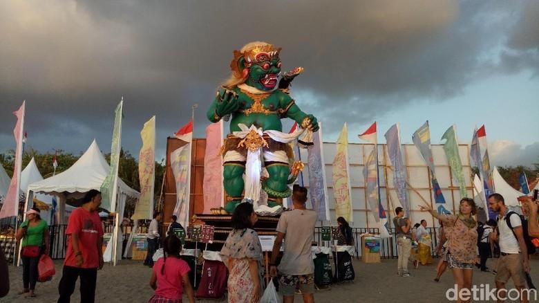 Buto Ijo raksasa di Festival Petitenget, Bali (Aditya/detikTravel)