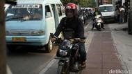Jalan Cideng Macet, Trotoar Dihajar Pemotor