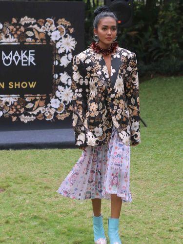 Tities Sapoetra Gandeng Paula Verhoeven Untuk Fashion Show di Paris