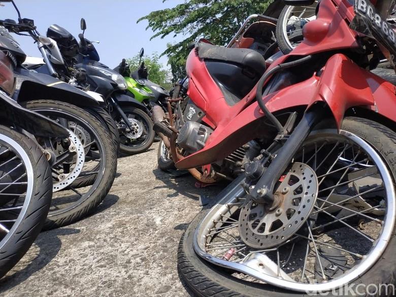 Bangkai Motor di Kantor Laka Lantas Polresta Depok, Jawa Barat. Foto: Ridwan Arifin