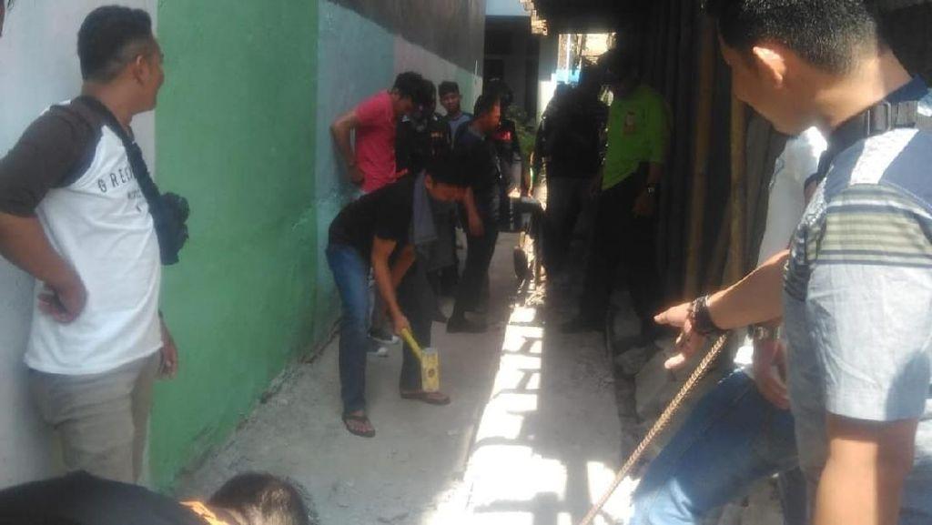 Pemkot Bongkar Bangunan yang Halangi Jalan Masuk ke Rumah Pak RW