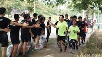 Sehat ala Anak Tangerang, Lari Happy Sambil Pungut Sampah