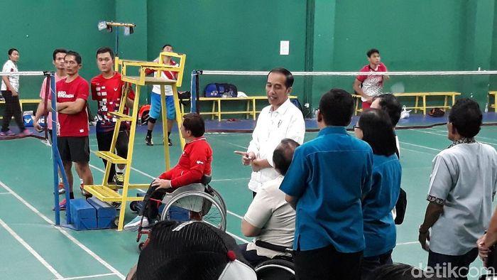 Atlet bulutangkis ke Asian Para Games 2018 ketika ditengok Presiden Jokowi.  (Bayu Ardi Isnanto/detikSport)