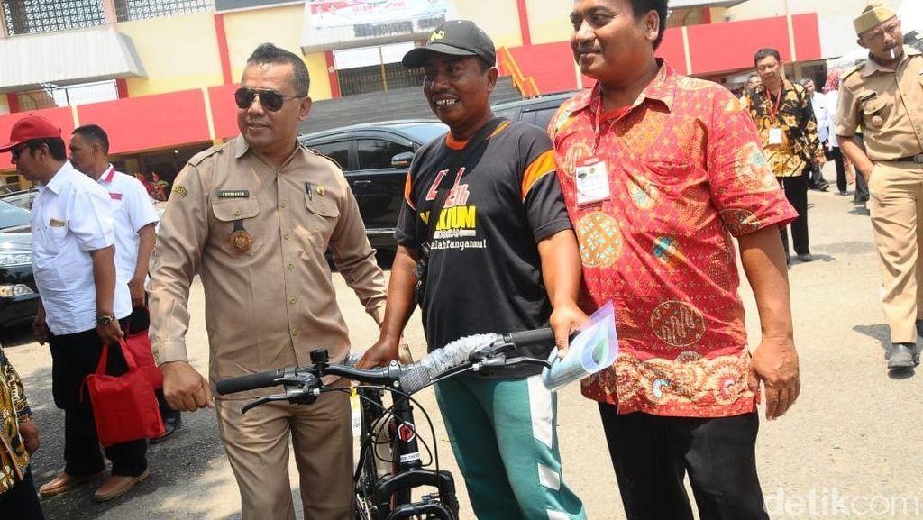 Jokowi Kembali Beri Kuis Berhadiah Pada Warga Grobogan